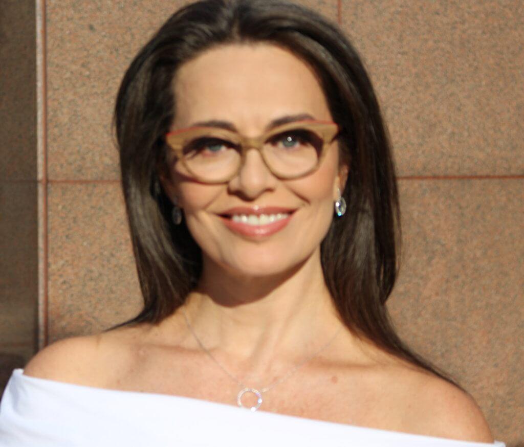 ef0b2592f4cea O charme dos novos óculos de grau - blog da Carla Vilhena